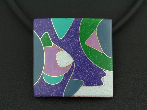 Quadratischer Kettenanhänger in opaken Emaillefarben